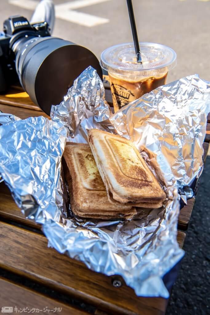 ハムチーズホットサンド¥700   アイスラテ ¥500