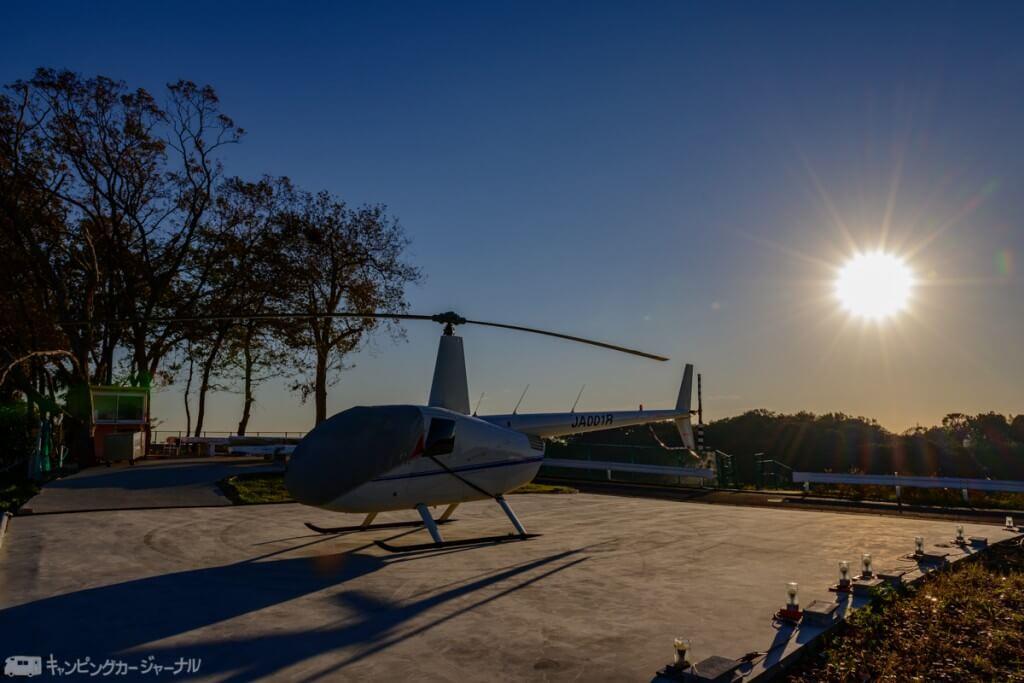 朝日とヘリコプター