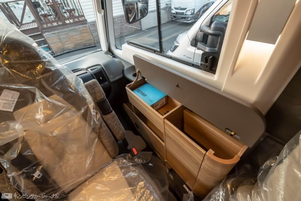 助手席側のボックス