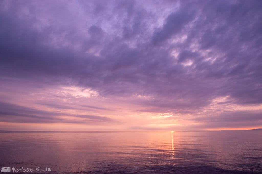 夕陽前の紫色