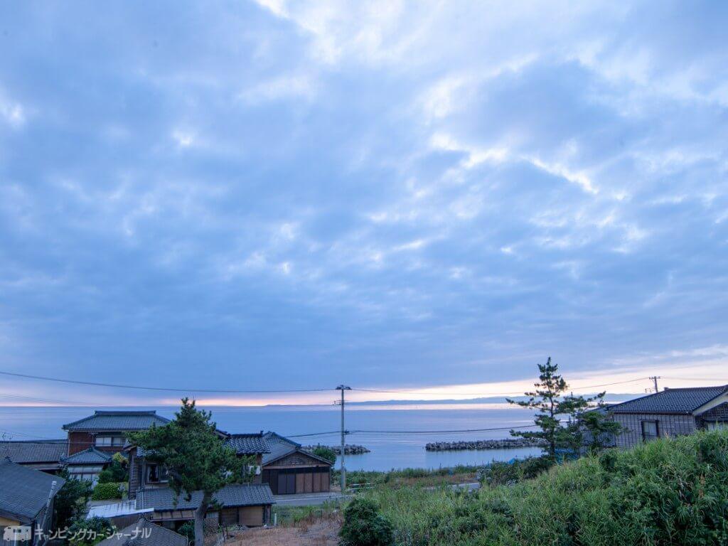 日本海の海岸沿い