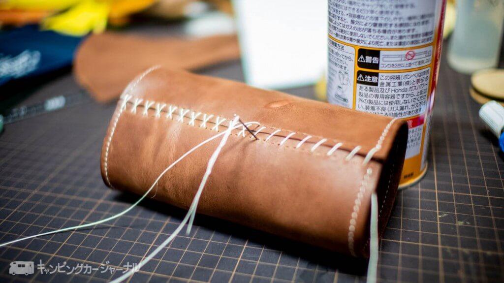 CB缶レザーカバーを縫うのは手縫い