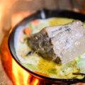 【キャンプ飯】キャンピングカーの外に出て大自然の中で楽しむ男料理 豚塊肉クリーム煮?編