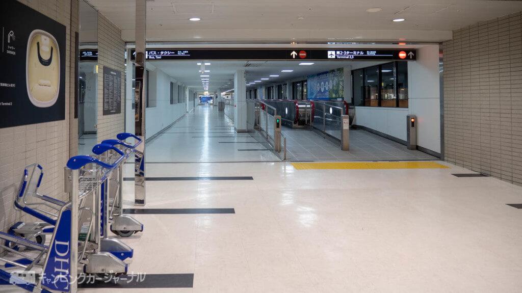 巨大な空港入り口