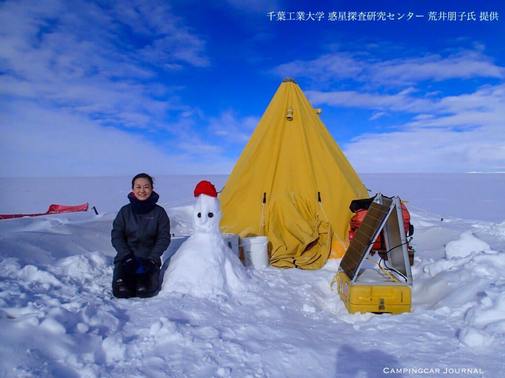 荒井朋子氏と雪だるま