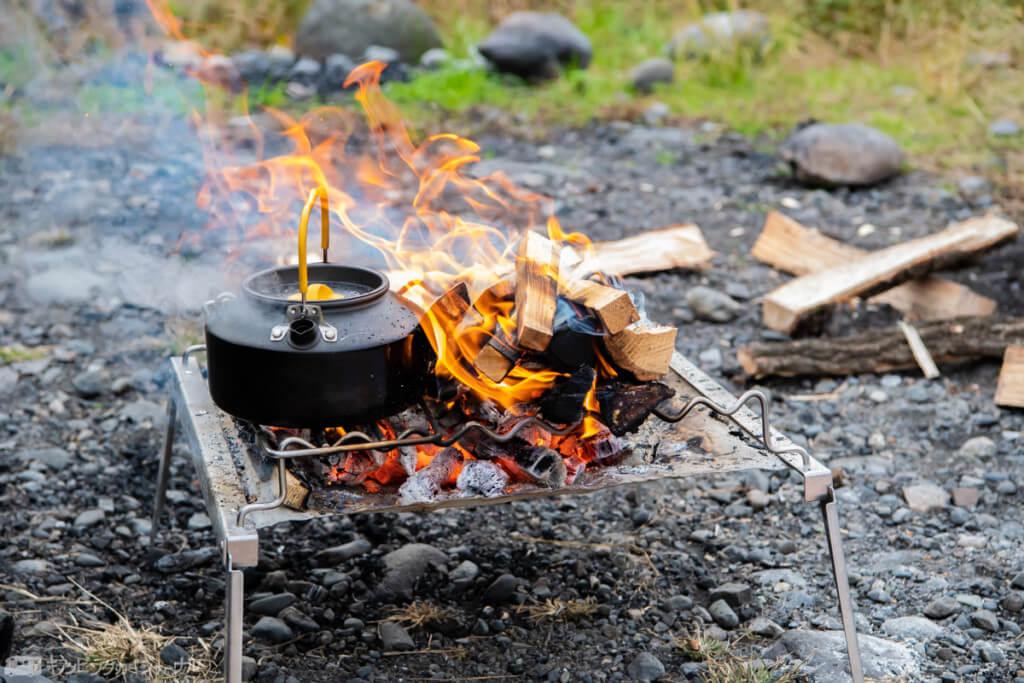 焚き火でお湯沸かす