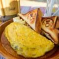 【キャンプ飯】キャンピングカーの外に出て大自然の中で楽しむ男料理 朝食 オムレツ編