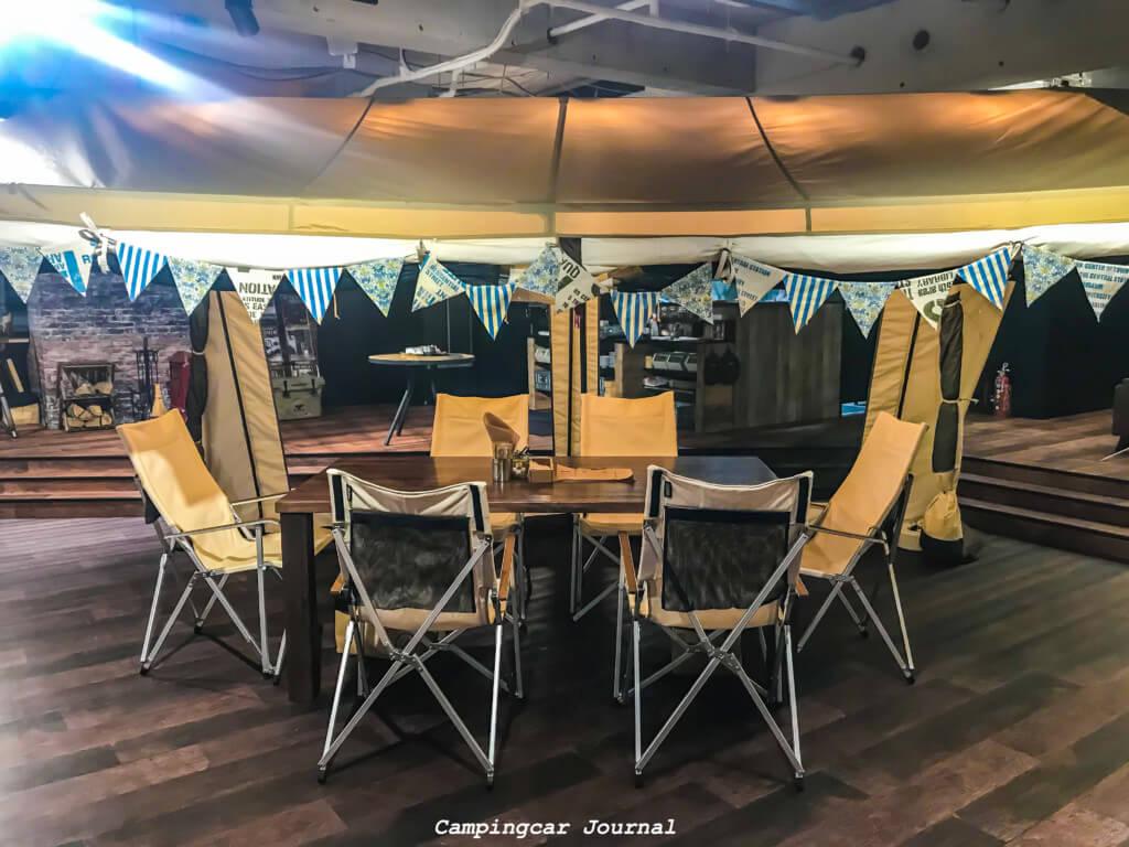 カフェの様子テント