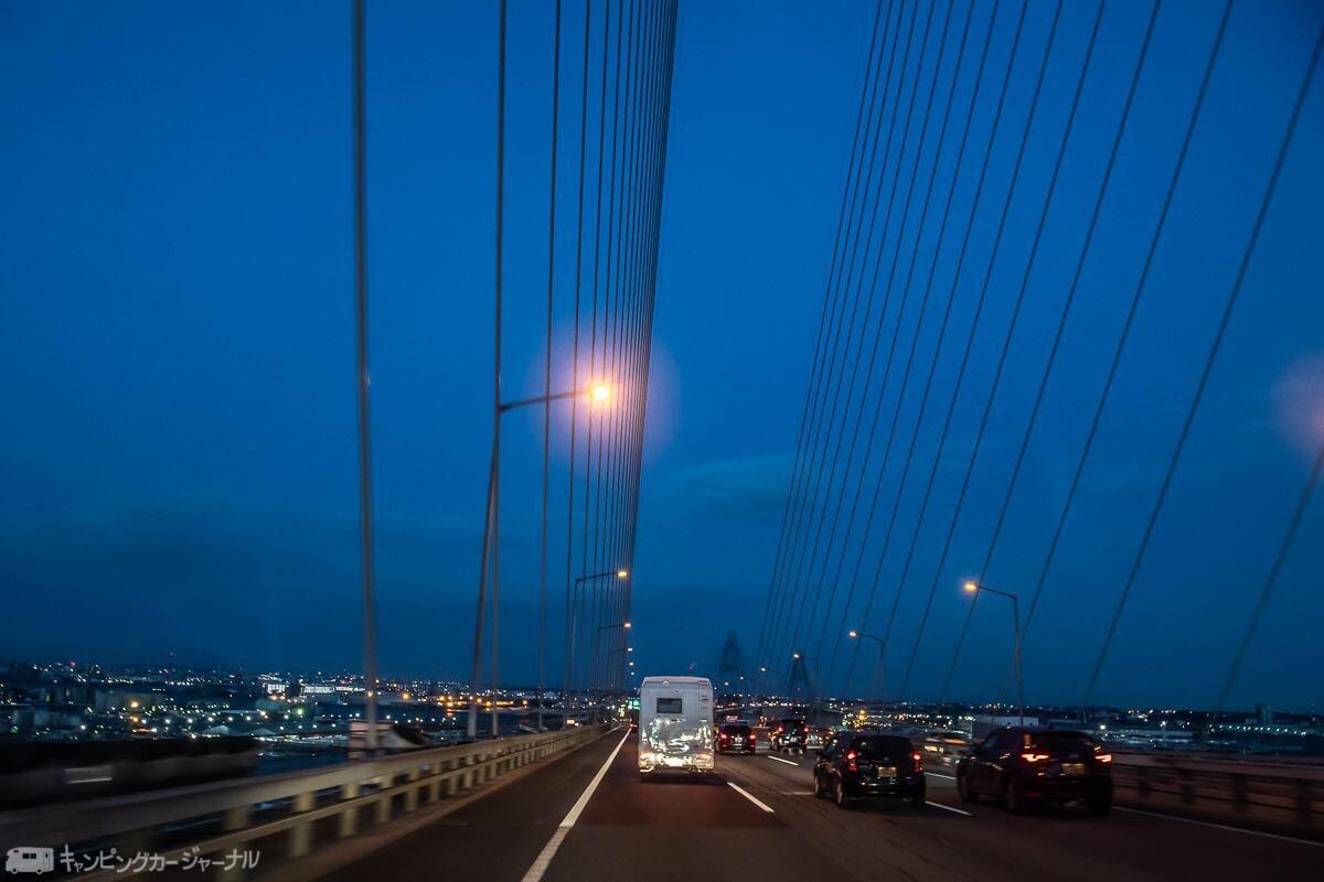 バンテックZiL橋の上を走行